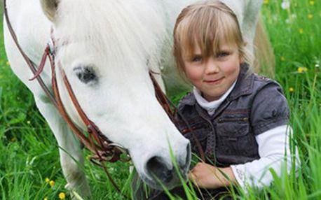 PŘÍMĚSTSKÝ TÁBOR pro děti 7-15 let na koních Příměstský koňský tábor pro děti 7-15 let. Ty se mohou těšit na koně a další aktivity. V ceně strava, pitný režim, cestovné, pojištění. Termín 30. 7. - 3. 8. 2012.