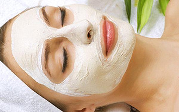 Omlazující rituál proti vráskám (gomáž, masáž, maska) + denní líčení a parafínový zábal na ruce a nohy - s luxusní kosmetikou značky PAYOT!