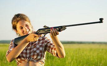 Vzduchovka Klasik pro sport i rekreaci. Zdokonalte se ve střelbě nebo zajistěte vzrušující zábavu. V ceně: terče, diaboly, optický dalekohled a víc!