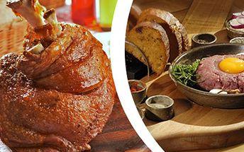 1kg VEPŘOVÉHO KOLENA s přílohou + 150g TATARÁČKU 1kg pečeného kolena s chlebem, křenem, hořčicí a zeleninou a navíc 150g tataráku z hovězí roštěné s 8 topinkami. Skvělé menu pro milovníky masa.