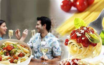 Romantická večeře po italsku pro 2 za báječných 299 Kč! V ceně 2x těstoviny dle vlastního výběru, 0,5l vína a 2x toma natura! Lákavá sleva 51%!