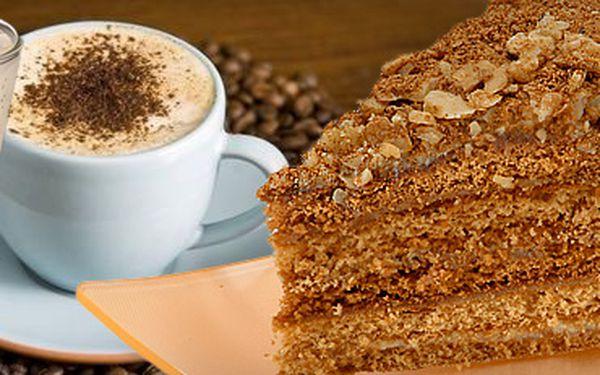 2 SKVĚLÉ KÁVY (latte macchiato nebo cappuccino) a 2 LAHODNÉ ORIGINÁL MEDOVNÍKY s 51% slevou jen za 99 Kč!! Navštivte Kavárnu Bílá labuť, dopřejte si sladkou pauzu!! Rozjímejte nad skvostným dezertem a čerstvě praženou kávou!!