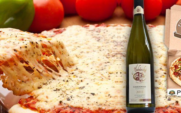 Dovoz dvou pizz s vínem za skvělou cenu až k vám domů! Na výběr i rozšířená varianta pro firmu nebo permanentka na pět dovozů!