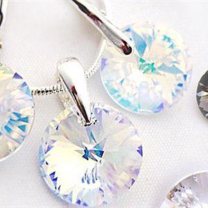 NÁUŠNICE A PŘÍVĚSEK se Swarovski elements, 3 barvy, poštovné Souprava stříbrných náušnic a přívěsku se Swarovski elements. Vybírejte ze tří barevných variací, dodáváno v dárkové krabičce, poštovné v ceně.