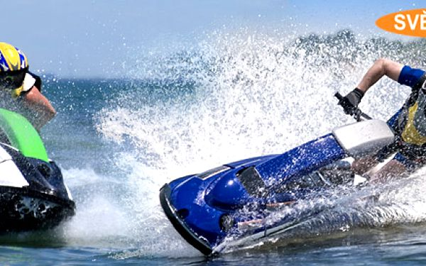 Adrenalinová projížďka na vodním skútru uPřelouče! Originální zážitek na 9 km dlouhé vodní ploše s možností natočit jízdu na HD kameru.