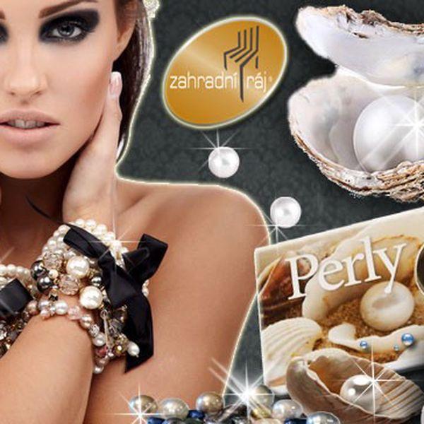 Dvoukarátové perly přání různých barev s řetízkem a přívěskem.