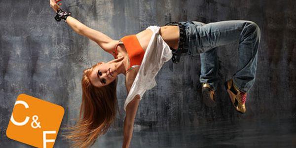 """Dejte si do těla při hodinové lekci Street Dance s mistryní světa Kateřinou """"Kákou"""" Kvasnicovou! 69 Kč s HyperSlevou 54 % a zároveň si dopřejte pořádnou porci endorfinů!"""