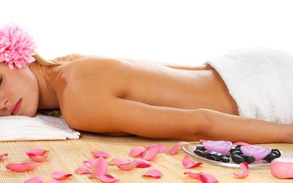 """Hodinová Hawaiiská masáž - Lomi Lomi. + 30% sleva na další. Vyzkoušejte tuto novinku mezi masážemi u nás. Exotická havajská procedura je nazývána perlou mezi masážemi. Luxusní masáž """"milující ruce"""" je založená na podpoře vyrovnaného fyzična i duševna."""