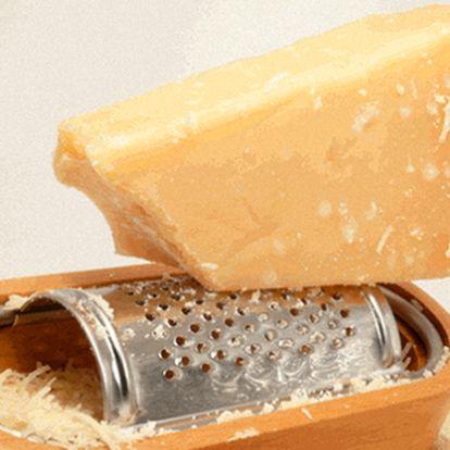 Ochutnejte pravou Itálii! Půl kila pravého dvouletého parmazánu jen pro vás!