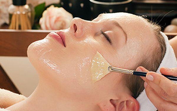 Kosmetické ošetření v kosmetickém studiu THISBE. Nechte se hýčkat péčí profesionální kosmetičky.