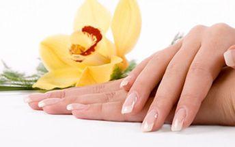 P-SHINE manikúra: 60 minut hýčkání pro upravené a krásné nehty 45 minut klasické mokré manikúry včetně P-shine - zpevnění nehtů včelím voskem. Navíc 15 minut vyčištění a úpravy nehtů a zatlačení nehtové kůžičky.