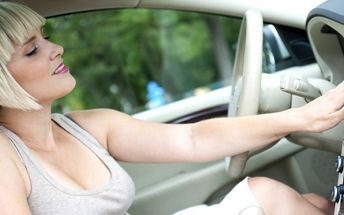 499 Kč za čištění a doplnění klimatizace plus vizuální prohlídku vozu - kontrola brzd, podvozku, řízení atd. Zbavte se horkých chvilek se 70% slevou!