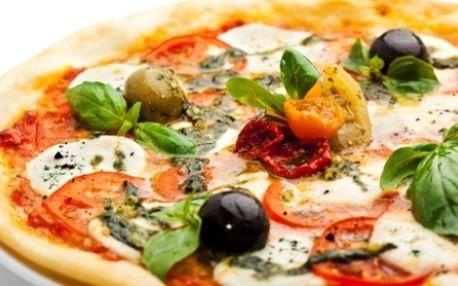 Pozor! Skvělá nabídka: Za neopakovatelnou CENU 80 Kč si vyberte DVĚ PIZZY z nabídky PIZZERIE LA PIOTA. Nyní už nemusíte utrácet! Využijte ÚŽASNÉ SLEVY 73% a pozvěte svého partnera nebo kamaráda na jeho oblíbenou pizzu!