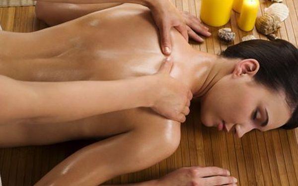 Hodinová medová masáž a zábal včelím medem zjemní pokožku a odplaví z těla škodlivé toxiny