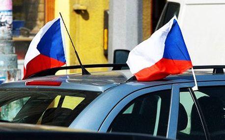 Dvě české vlaječky na auto s plastovým úchytem za okno auta. Oboustranný potisk, rozměry 30×45 cm
