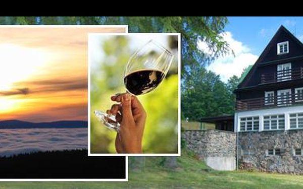1 699 Kč za 3 denní romanticky laděný pobyt pro 2 osoby v horské chatě PANORAMA v srdci nedotčené přírody Orlických hor, s lahví vína na pokoji, nyní s 60% slevou.