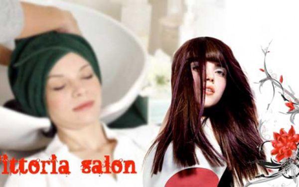 REGENERACE VLASŮ - regenerační zábal na posílení vlasů, masáž hlavy a foukaná + jako BONUS manikúra nebo pedikúra v salonu se slevou 30%! To vše za 159 Kč!