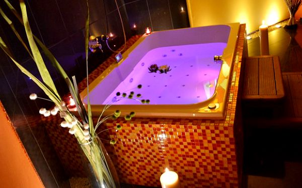 Fantastická 60minutová privátní vířivka a sauna pro 2 osoby v luxusních lázních 4* hotelu Sonáta v srdci Prahy jen za 444 Kč. Dokonalé uvolnění a romantika se slevou 78 %!