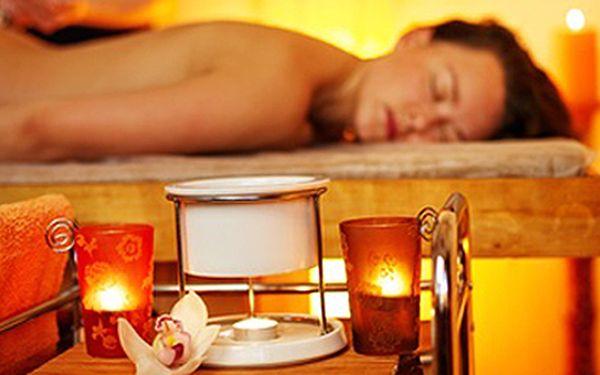 Antistresová ruční aroma masáž + výživná maska + masážní lehátko. Relaxační procedura zahrnuje: antistresovou aroma masáž horní poloviny těla včetně dekoltu a obličeje (30 min.), výživnou masku (15 min.), masážní lehátko (15 min.).