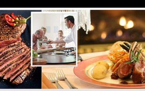 Naučte se připravit křehké a šťavnaté steaky pod vedením kuchaře Miloslava Pišťáčka a prožijte zároveň netradiční večer za 1 450 Kč, se slevou 50% od Top Gurman.