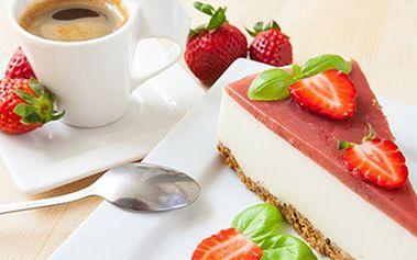 Ovocný či čokoládový DORT + horký nealko NÁPOJ Vyberte si ze dvou druhů dortů z produkce cukrárny Grand Café a nealkoholický nápoj. Jedinečnost okamžiku dodá interiér ve stylu pozdního baroka a výhled na Orloj.