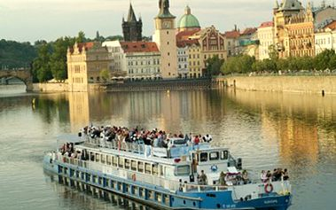 2-3 HODINOVÁ PLAVBA po Vltavě s teplým a studeným RAUTEM Plavba po Vltavě na parníku EURÓPÉ s welcome drinkem a teplým a studeným rautem. Poznejte krásy Prahy z netradičního úhlu.