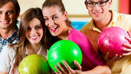 1 HODINA BOWLINGU s přáteli 1 hodina na profesionální dráze značky Brunswick s nejmodernějším bowlingovým systémem. Přizvěte kamarády a užijte si zábavné sportovní odpoledne.