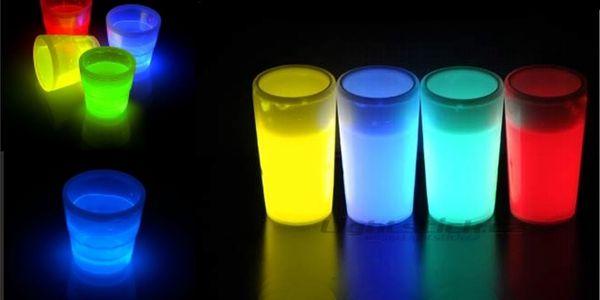 Úžasná sleva 70% na 12 svítících panáků na párty! Svítí červeně, modře, oranžově a zeleně. Úžasný doplněk na večírcích!