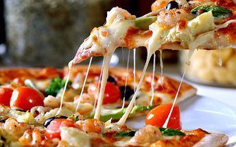 2 pizzy dle vašeho výběru! Pochutnejte si na legendárních pizzách. Vyberte si smetanový nebo rajčatový základ.