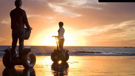 Projížďka na SEGWAY pro DVA Českým Krumlovem Noční projížďka kouzelným městem na SEGWAY s instruktorem, délka 30 min. V ceně je instruktáž i zapůjčení helmy. Užijte si netradiční projížďku.