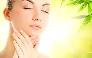 Kompletní kosmetické ošetření za fantastických 249 Kč! Součástí ošetření je odlíčení, peeling, tonizace, napářka, hloubkové čištění, úprava obočí a strhnutí knírku voskem, masáž dekoltu i obličeje, maska, závěrečný krém! Buďte krásná se slevou 55 %!