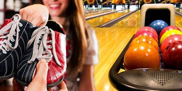 119 Kč za pronájem bowlingové dráhy na 1 hodinu. Bowling denně od 14:00 do 00:00 a zapůjčení obuvi zdarma! Přijďte si zahrát s přáteli!