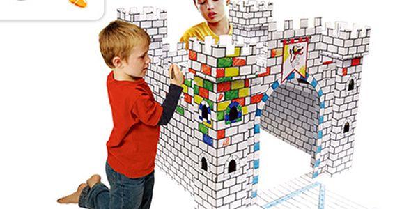 Pořiďte svým dětem originální dárek, velký 3D hrad, který si samy vybarví!