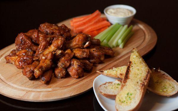 Kilo a půl kuřecích křidélek jen za 229 Kč – dle speciální receptury v restauraci CUT!