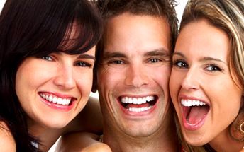 Bezperoxidové bělení zubů ve studiu RaDita! Stačí 30 minut a můžete se pyšnit krásným a dokonalým úsměvem! Zářivý úsměv můžete mít již za 990 Kč!