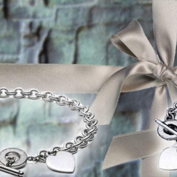 Náušnice z chirurgické oceli 316L za okouzlující cenu 299 Kč! Náušnice jsou po celém obvodu ozdobeny krystaly Swarovski Elements! Využijte slevy 60% a udělejte si radost!