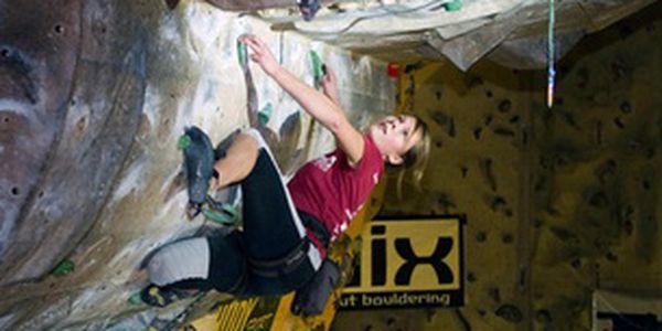 Kurz lezení na umělé stěně - Dejte si nový cíl a zdolejte překážky! Naučte se lést po stěně. Zážitek, který si zamilujete!
