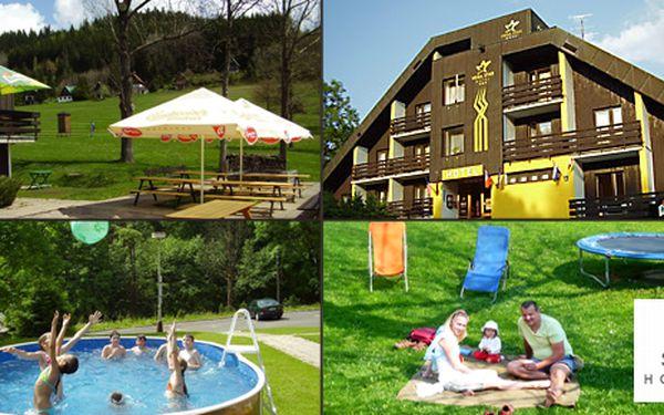 Rodinný pobyt s polopenzí na 2 dny pro 2 dva dospělé a děti v hotelu Star Hotels v Krkonoších za 999 Kč. Cena zahrnuje ubytování pro 2 dospělé osoby a 1 až 3 děti na 1 noc, snídaně formou bufetu, večeře - 3chodové menu, stolní tenis, venkovní bazén, parkování. Platnost do konce října!