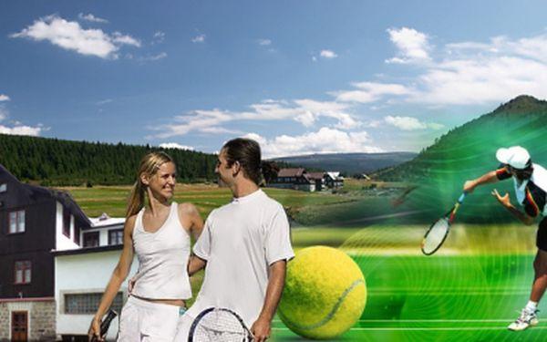Parádní víkend s tenisem PRO DVA S PLNOU PENZÍ, 4 hodinami výuky tenisu, grilováním, wellness a výletem do Harrachova na rozhlednu! Akční cena 3800 Kč PRO DVA!