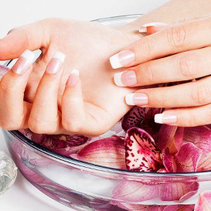 Jen 250 Kč za gelovou modelaci nehtů včetně zdobení. Dopřejte si dokonalou péči o Vaše nehty s fantastickou slevou 47 %!