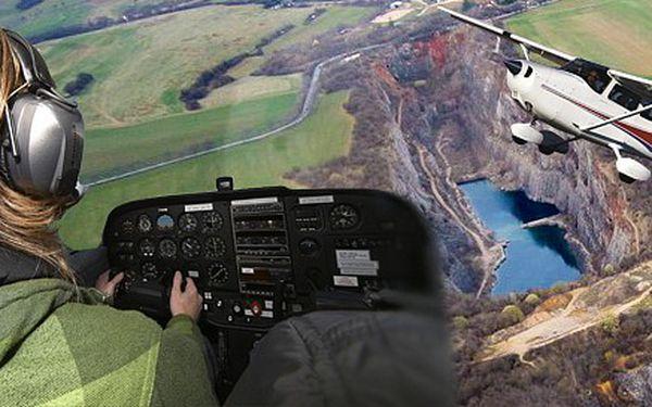 Romantický 30minutový vyhlídkový let nad Prahou! Matička měst z výšky 300 m v letadle Cessna 172 SP.