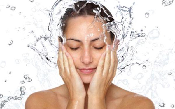 KOSMETICKÉ OŠETŘENÍ: peeling, masáže, maska, úprava obočí Kosmetický balíček obsahuje odlíčení, peeling, masáž obličeje a dekoltu, pleťovou masku, závěrečnou péči a úpravu obočí. 60 minut relaxace a ošetření.