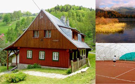Víkend s tenisem v Jizerských horách - Intenzivní kurz tenisu (8 hodin pro 2 osoby) s ubytováním, plnou penzí, turnaji, 1 h wellness a grilováním!