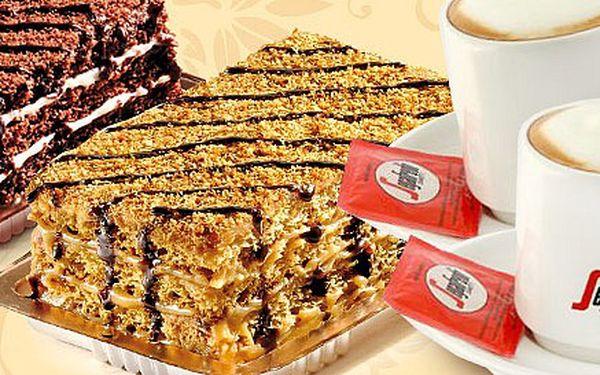 Dvě kávy a dva dortíky jen za 89 Kč! Italské espresso Segafredo a tradiční medová Marlenka. Sladká pauza mezi nákupy v moderní kavárně Caffe Point.