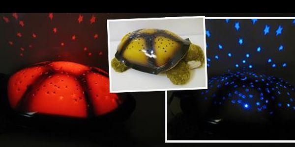 Pořiďte svým dětem svítící želvičku, a usínání už nebude problémem! Jen za 189 Kč dostanete magickou želvičku, která promítá 7 různých souhvězdí na stěny a strop pokoje!