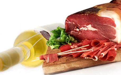 Půl kila PARMSKÉ ŠUNKY Prosciutto Crudo a 1 litr VÍNA dle chuti Půl kila parmské šunky Prosciutto crudo dovezené přímo z Parmy a 1 litr vína z vinařského sklepa v Bzenci. Nejvyšší kvalita pro gurmány.