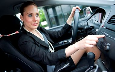 PÉČE o KLIMATIZACI - připravte své vozidlo na léto Naplnění, vyčištění klimatizace automobilu, dále zjištění netěsností chladiče a trubek chladícího systému. V ceně je i nová náplň chladiva a kontrola tlaku.