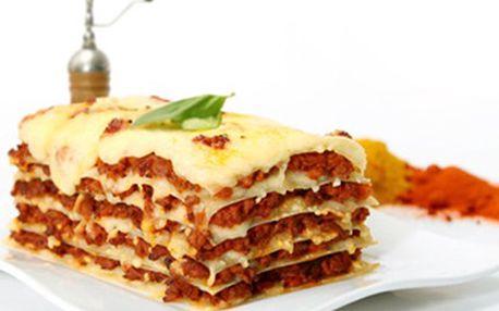 800g LASAGNE Bolognese pro 2 osoby v PIZZERIA CAPRANICA Udělejte si chvilku na gastronomický zážitek, objevte kouzlo italské kuchyně. Těšíme se na Vás v příjemné restauraci s letní terasou a nabídkou další specialit.