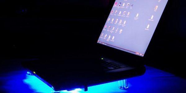 Chladící modře podsvícený podstavec pod notebook jen za 169 Kč! Chraňtete svůj notebook před teplem!