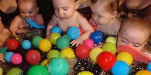 Letní intenzivní kurz plavání pro děti od 6ti měsíců do 10ti let v Praze 1 nebo v Praze 6 se slevou 40 %